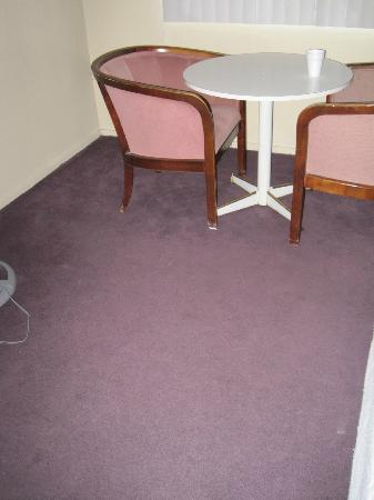 Tahoe Inn: gross carpet