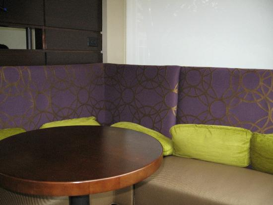 Hilton Garden Inn Raleigh-Durham Airport: Private sitting area in the lobby