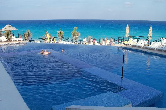 piscine a d bordement picture of grand oasis sens cancun tripadvisor. Black Bedroom Furniture Sets. Home Design Ideas