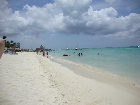 Eagle Beach: Beautiful beach
