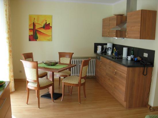 Hotel Cebulj : Kitchen in suite