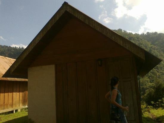 Albergue Ecologico Monterreal: Cabina por fuera