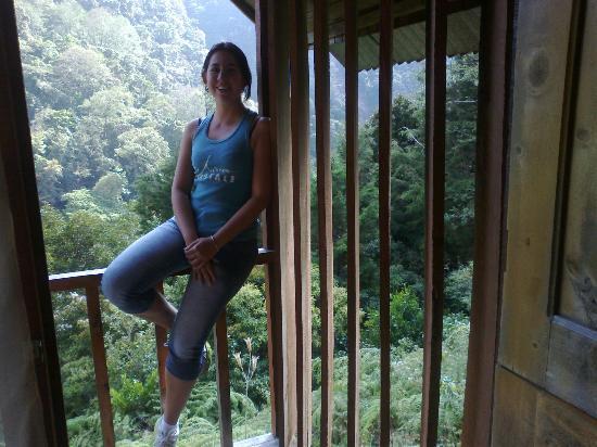 Albergue Ecologico Monterreal: En el balcónde la cabina