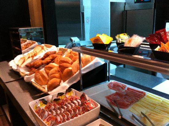Luxe Hotel by Turim Hoteis: desayuno 