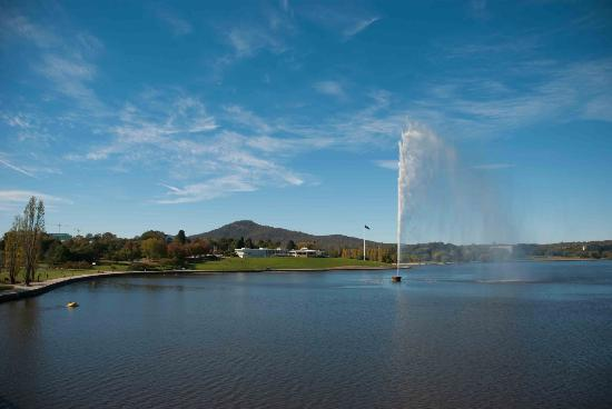 Captain Cook Memorial Water Jet: Absolutely beautiful on a stunning Canberra day