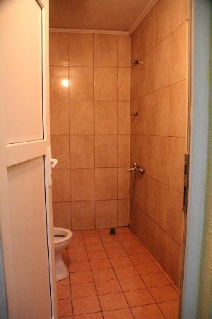 Velania Guesthouse : shared bathroom