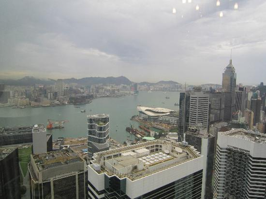 Island Shangri-La Hong Kong: day view of the harbor and Kowloon from suite