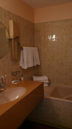 Hotel Caravelle: Ванная