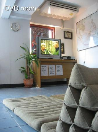New Road Guest House: Kick back and take a break in the DVD room