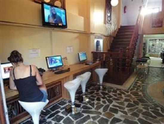 New Road Guest House: Internet café