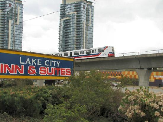Lake City Inn & Suites: Convenient to the Skytrain