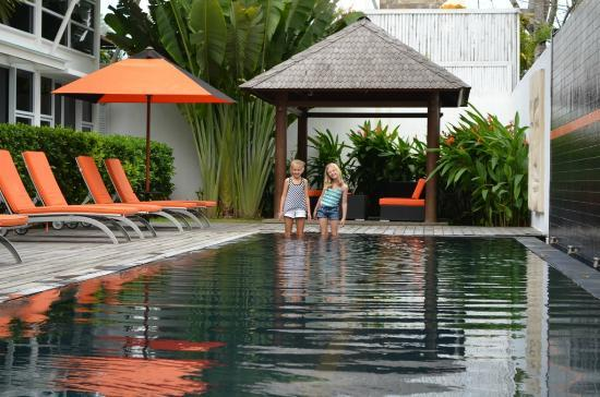 Bali Yarra Villas: Poolside