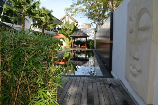 Bali Yarra Villas: As you walk into Bali Yarrvillas