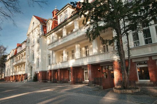 """Hotel """"Cesarskie Ogrody"""""""
