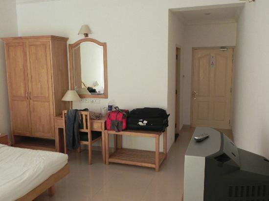 Periyar Meadows Leisure Hotel: room with all basic need