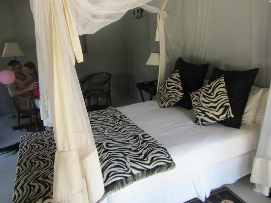 Zebra Hills Safari Lodge: Our lovely bed