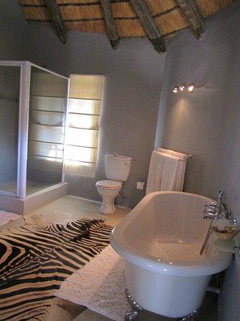 Zebra Hills Safari Lodge: Our Bathroom