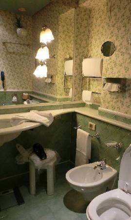 Grand Hotel Duchi D'Aosta: Bathroom