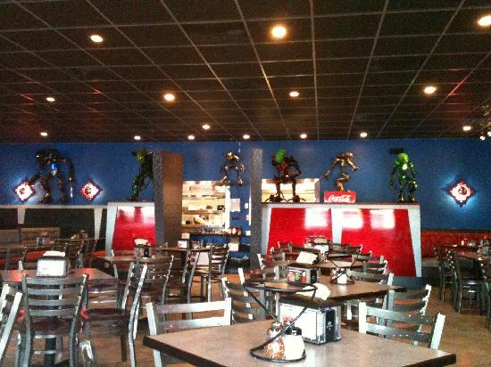 Planet Pizza: Roomy, clean and well decorated