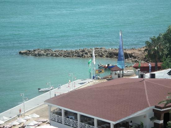 Jasmine Beach Resort: uitzicht vanaf de lobbybar