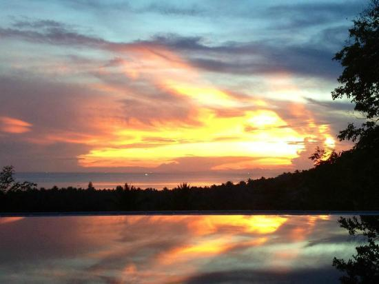 The Place Luxury Boutique Villas : Not a bad sunset from your private balcony!