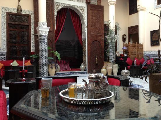 Riad Ibn Battouta: Main atrium