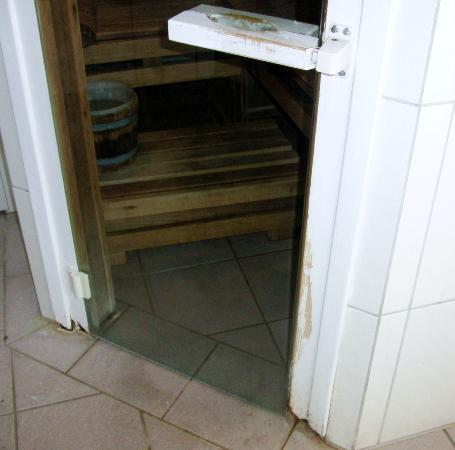 Saale Hotel: Tür zur Sauna