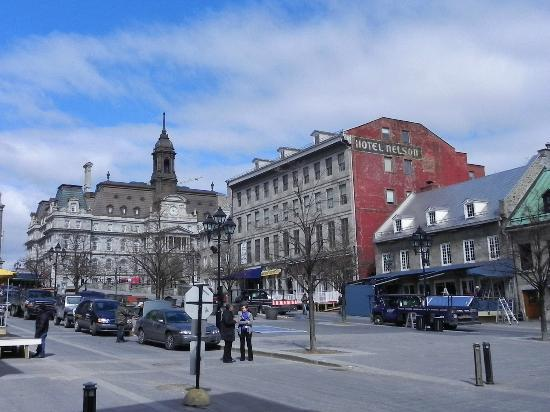 Old Montreal: Place J.Cartier con l'hotel de Ville sullo sfondo