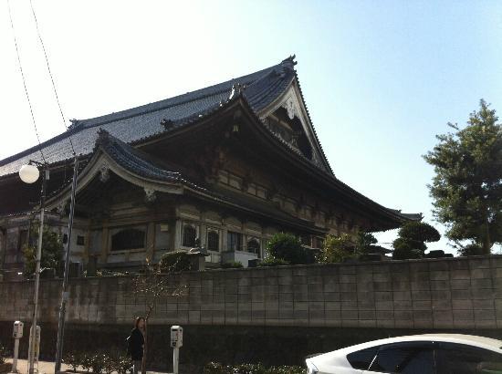 Temple next to Tokyo Ryokan