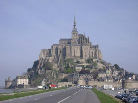 Sport Evasion Mont Saint Michel - Day Tours: Vista externa da cidade