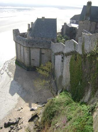 Sport Evasion Mont Saint Michel - Day Tours: Lateral externa da cidade