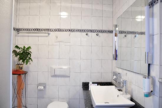 Dappers Hotel | Spa | Genuss: Badezimmer