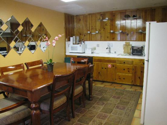 The Kern Lodge: Kitchen