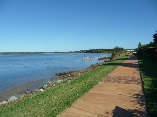 Ibis Styles River Lodge Harrington: Views of the Manning River and Walking Path