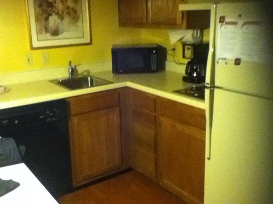 Residence Inn Moline Quad Cities: fully loaded kitchen area