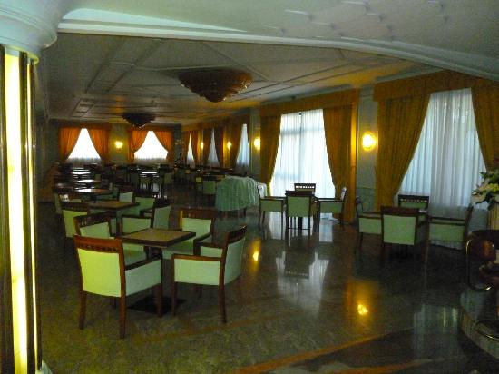 Grand Hotel Parco Del Sole: Seating area off the reception and dining area