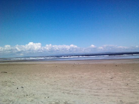 Enniscrone Village: Enniscrone beach
