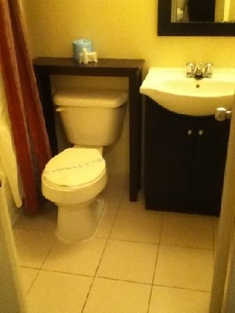 Residence Inn Moline Quad Cities: the potty lol