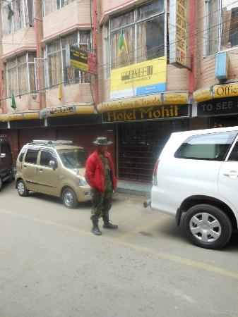 Hotel Mohit: guarding the hotel