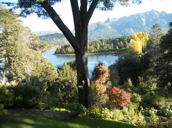 Bellevue: parque que desemboca a orillas del lago Moreno