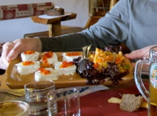 Ristorante Notre Maison: Fresh goat cheese, fruits and pickled vegetables
