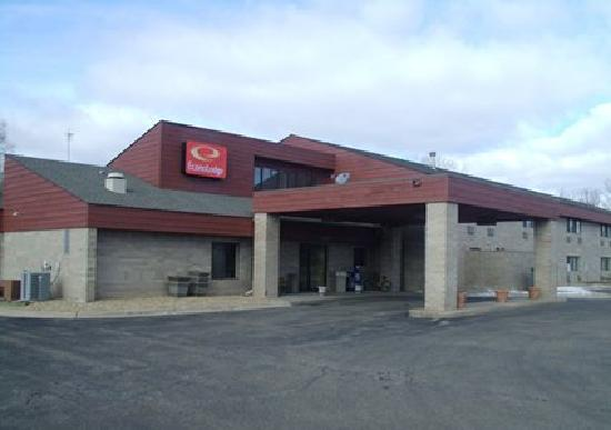 Econo Lodge River Falls: EconoLodge River Falls, WI