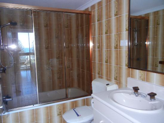 Bathroom with full bath and shower - Picture of Breakfree Peninsula ...