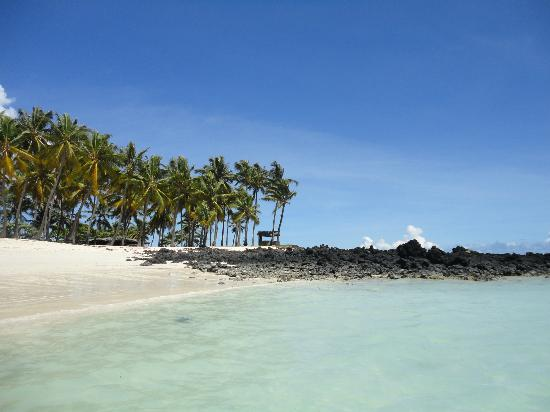 Moroni, Comores: Very close to the bungalow... here is your beach !