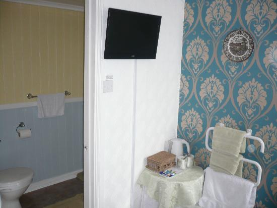 Lyndene Guest House: Room 2