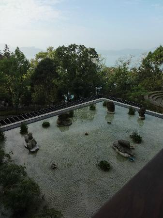 Fleur de Chine Hotel Sun Moon Lake : View from one of the outdoor balconies looking down