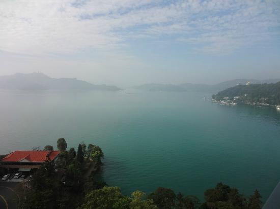 Fleur de Chine Hotel Sun Moon Lake: Goregeous view from the rooftop bar/restaurant
