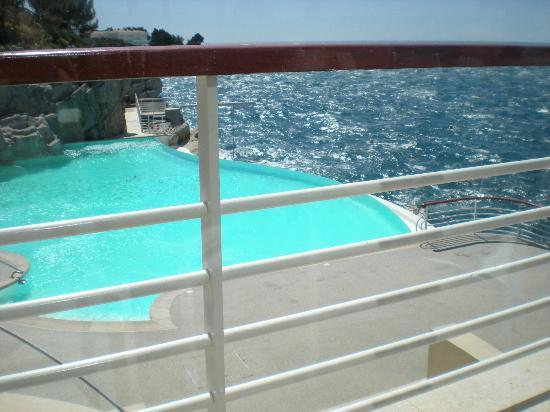 Hotel du Cap Eden-Roc : pool from bar area