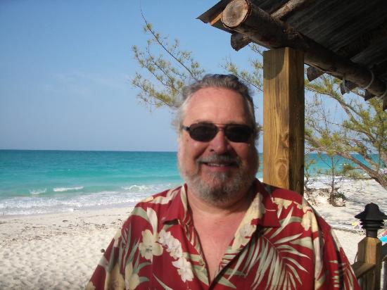 Pigeon Cay Beach Club: Me at the honor bar on the beach