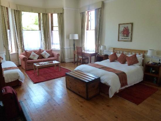 Carmichael Guesthouse: Ch N° 2 avec grande sdb et baignoire